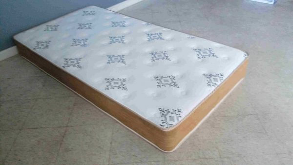"""Lucky Lynx"" 8″ Tight Top Mattress – SOLD OUT, NO ETA"